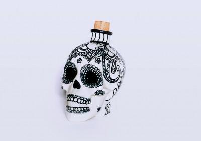 botella cerámica forma de calavera hecha a mano