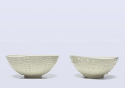 cuenco de cerámica artesanal con relieve