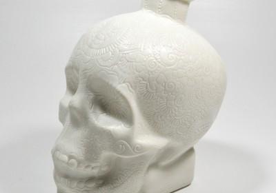 calavera botella porcelana esgrafiado
